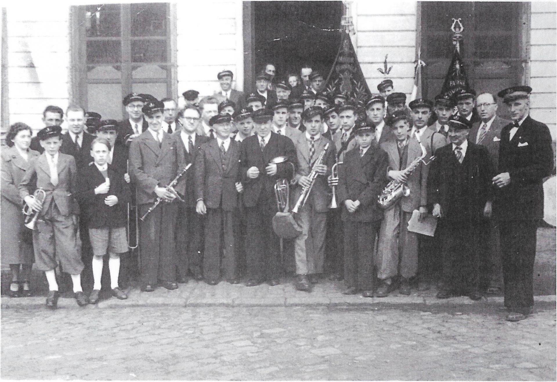 Photo de l'Harmonie de Sebourg dans les années 40